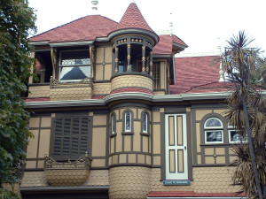 Winchester_Mystery_House_(door_to_nowhere)